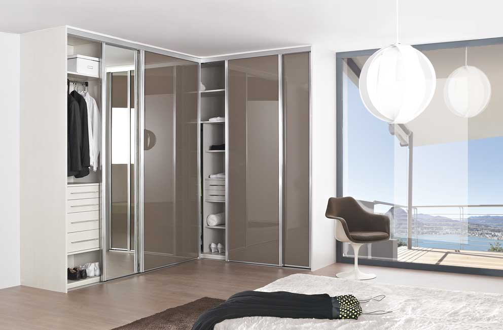 choisir un portail aluminium bois ou pvc. Black Bedroom Furniture Sets. Home Design Ideas